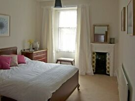 Lovely, bright, quiet 2-bedroom apartment to let for professional person/couple, Berwick centre
