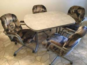 Kitchen Dining Table & Chairs