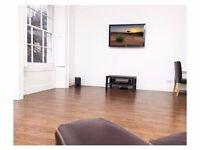 * * Luxury flatshare with double room in Kensington * *
