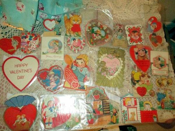 VINTAGE 23 MID CENTURY VALENTINES FOLDOUT STAND UP, IN PACKAGES