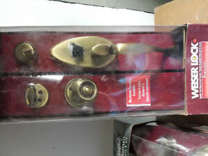 Levers and entry hardware London Ontario image 3