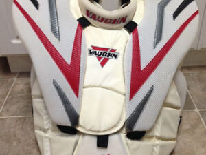 Vaughn vision 9500 SR pro small goalie chest protector