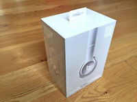 Beats Solo2 Wireless (Silver) Headphones: Brand new, unopened