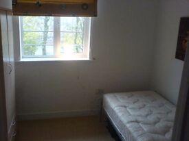 Single room in modern townhouse all bills inc+wifi, homeserve&sky tv