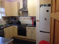 LARGE AND BRIGHT TWIN ROOM IN HACKNEY(2nd zone)... ALL BILLS INCLUDED!!!