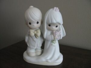 Figurines - 2 Precious Moments Collectible Figurines