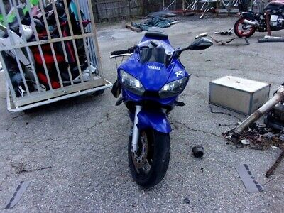 2002 YAMAHA YZF600 Parts Bike – Sold As Is