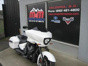2016 Victory Cross Country Suede White Frost