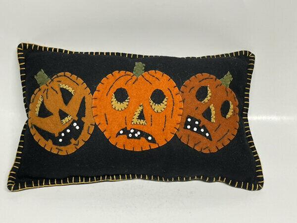 NWT Bethany Lowe Designs Halloween Felt Pumpkin Pillow 16x10