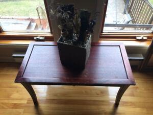 Table de salon avec tiroir