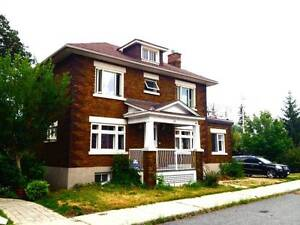*Embassy Style Home*7 Bedroom- Echo Drive-Canal-Carleton U-May 1