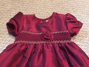 Girl clothing - beautiful Dress -size 12 months- new never used