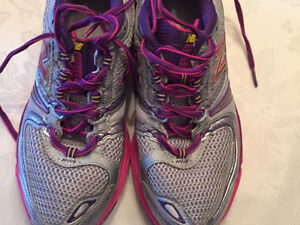 New Balance 730 sneakers, Women's size 8