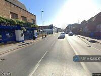 3 bedroom flat in Falcon Road, Battersea, SW11 (3 bed) (#1220237)