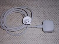 Apple/Mac/Volex White 1.8m Monitor Power Cable, UK 3 Pin [M] to APC13H[F]