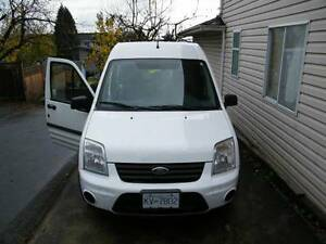2011 Ford Transit Connect xlt  LOW KMS!