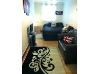 King-sized Double Bedroom. Central Reading. Furnished £400p/m including bills, 5 mins walk to town