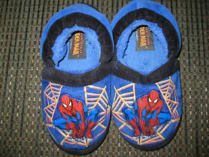 boys size 11/12 Spiderman slippers
