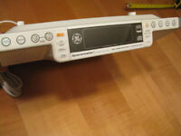 Radio AM-FM / Lecteur de CD Spacemaker (de General Electric)