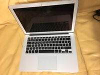 Apple MacBook Air 13.3 Intel i5 256GB SSD