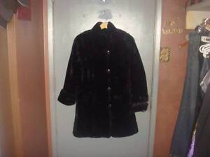 Fennelli Super Soft & Plush Black Faux Fur Coat SIZE 8