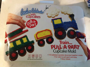 Cupcake pan, silicone, train pull-a-part