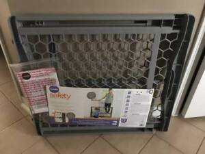 NEW BABY GATE GREY COLOUR PET GATE FENCE NEVER USED