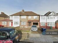 5 bedroom house in Danemead Grove, Northolt, UB5 (5 bed) (#886125)