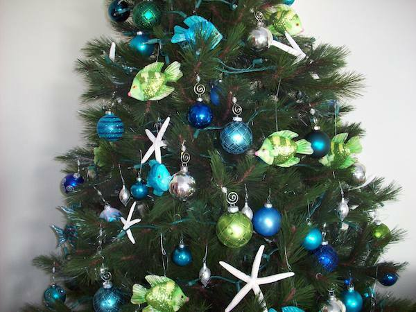 choose a theme for your tree like an ocean themed christmas tree - Beach Themed Christmas Trees