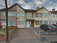 3 bedroom house in Hawthorn Avenue, Essex , RM13 (3 bed)