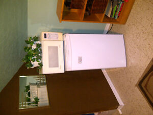 ROOM FOR STUDENTS OR TRADES PERSONS WELCOME Moose Jaw Regina Area image 2