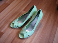 Size 8.5 green dress shoes