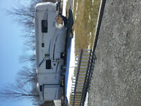 WOW!! 2004 35 ft Cardinal 5th wheel