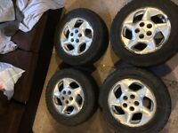 Snow Trakker Radial ST/2 P225 60R16 Snow Tires. 9/10 Condition!!