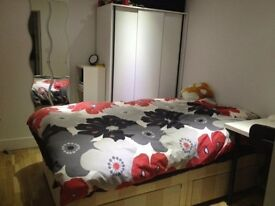 ***All inclusive studio*** Pretoria Road E16 *** SIGNATURE LONDON*** 07762 232 032