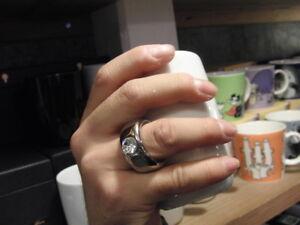 Jolie tasse en porcelaine blanche ''Bague à diamant'' (Neuve)