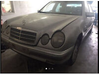 Mercedes benz e230 w210 1997 breaking for parts
