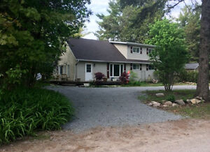 House for Sale in Fenelon Falls ***Walk to the beach!***