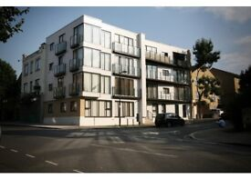 WELL PRESERVED 2 DOUBLE BEDROOM FLAT high rating***** E14 3GZ
