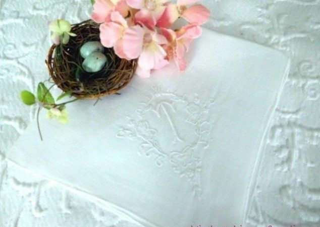 AnTiQuE BRIDAL * Embroidered MONOGRAM T * VINTAGE WEDDING HANKY