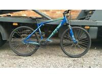 2015 GT AVALANCHE MOUNTAIN BIKE