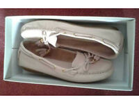 Kurt Geiger ladies cream leather casual shoes, unworn, size 6