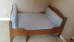 NEW PRICE >>Extendable Child's Bed<<