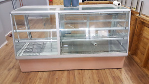 6 ft display case with one cool side. Perfecr for bakery good.