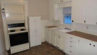 3 Bedroom - All inclusive - Central - Parking & Laundry Sept 1
