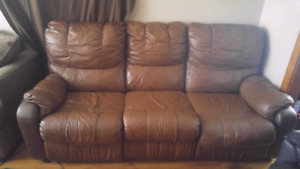 Couch 40$ pick up only