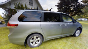 Toyota Sienna LE 8 places