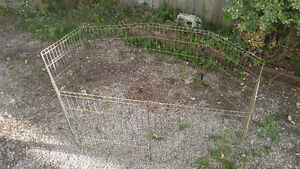 16ft long metal fence used to contain small animals outside