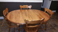 solid wood pedestal table, 2 leaves, 4 chairs