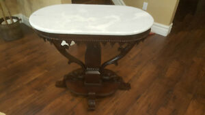 Antique Victorian Parlor End Table Oval
